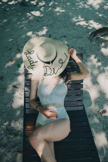 Semporna 男仔很忙 NikonD810 One Person Women Real People Leisure Activity Lifestyles Three Quarter Length High Angle View Young Adult Clothing Full Length Standing Adult Young Women Beauty Hat Day Fashion Nature Outdoors Beautiful Woman