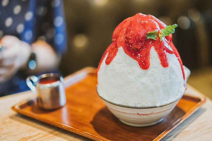 strawberry and sauce on white ice milk -korean dessert (bingsu) Bingsu Cafe Cream Dessert Freshness Ice Ice Cream Korean Red Sweet Sweet Food Yummy