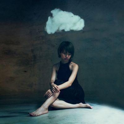 情緒低落 Fine Art Photography Emotions Cloud Surrealism Shiuanphoto BoShiuan Composite Portrait Girl Black Color