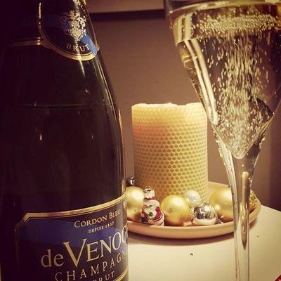 Und dann macht die Buddel peng Devenoge Champagner