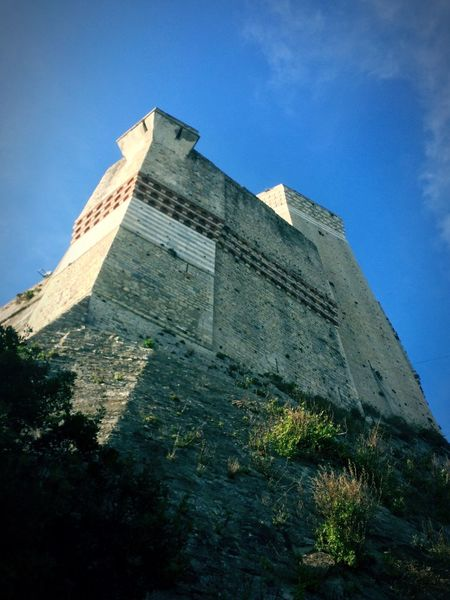 Beautiful Castle Sunny Day Sky IPhoneography Old Castle Grey Old Buildings Castle View  Blue Sky Time Built Structure Fantasy History Moments Perspectives On Nature