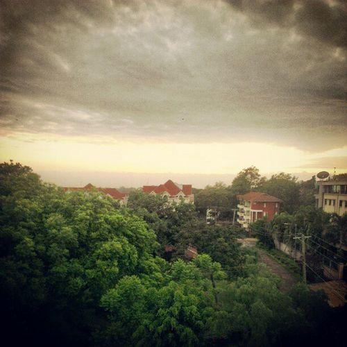 Sunrise Nairobi DennisPrittrd Instaclouds GoodMorning webstagram statigram cold instagram rooftop horizon HTCOneX