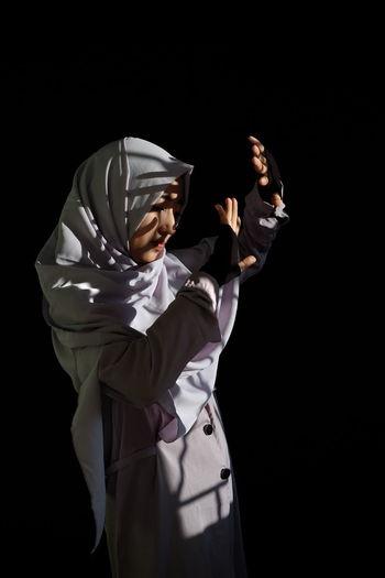 Hijab Portrait Girl Shadows & Lights Shadow Light Sunlight Sunlight And Shadow Black Background Studio Shot Standing Athlete Side View Sportsman Actor Traditional Dancing The Fashion Photographer - 2018 EyeEm Awards