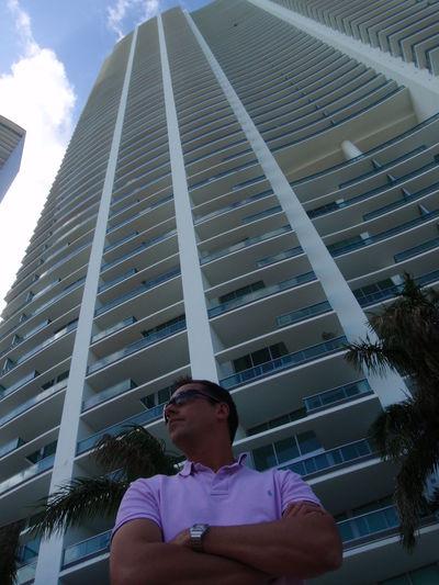 Miami Florida One Man Only One Person Tourism Travel Destinations Vacations Building Architecture Me Moi Gratte Ciel