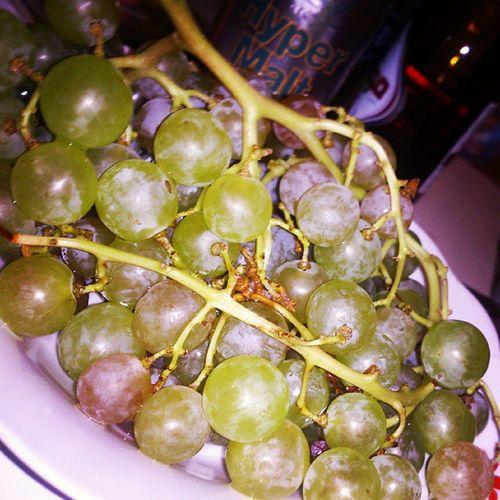 عنب  Grapes