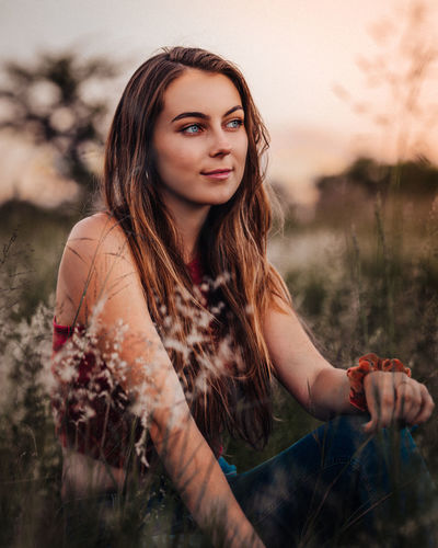 Young Adult One Person Leisure Activity Focus On Foreground Portrait Looking At Camera Nature Real People Young Women Sky Field Land Lifestyles Women Plant Casual Clothing Beautiful Woman Beauty Hairstyle Hair Outdoors