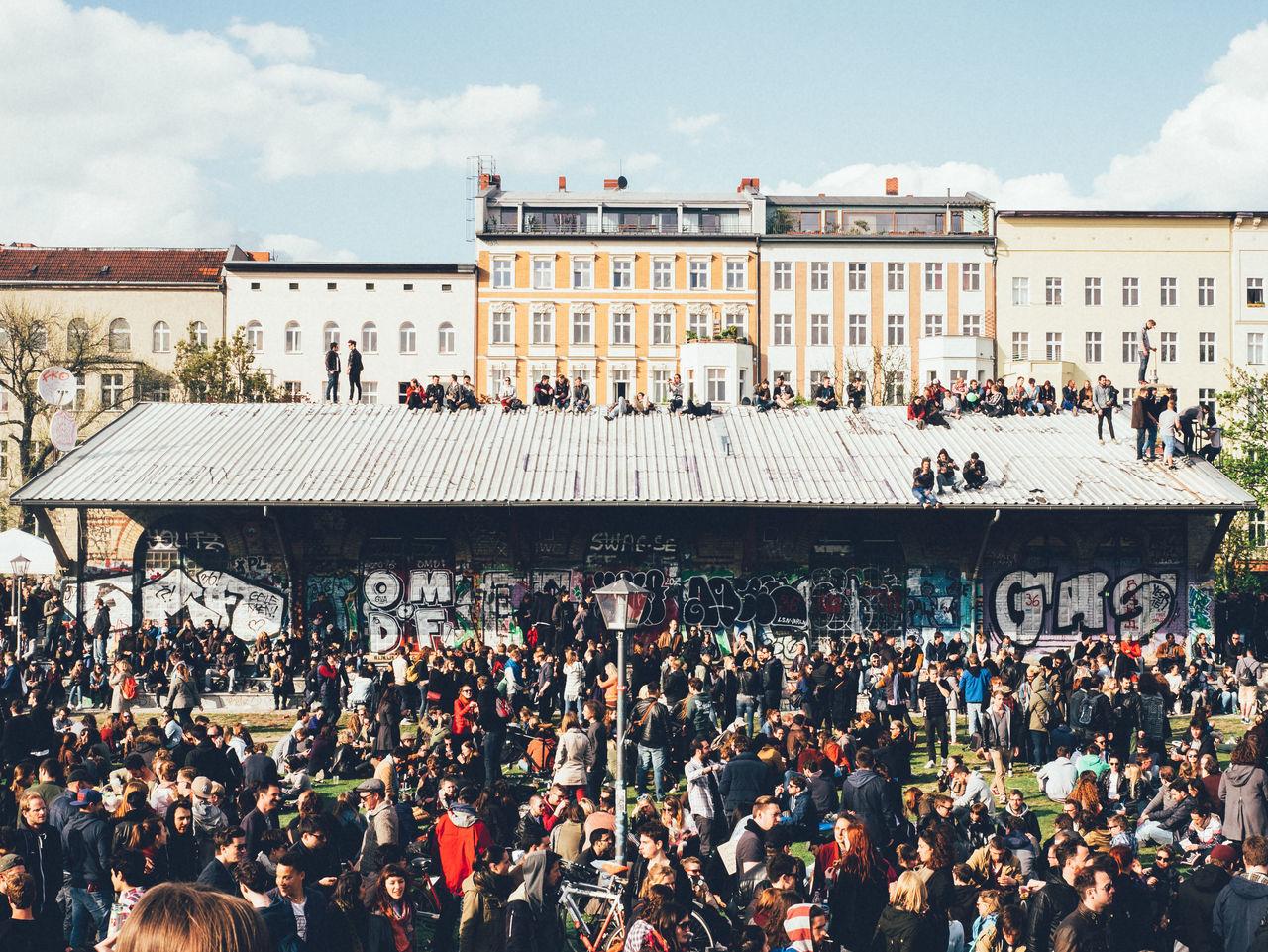 Crowd in görlitzer park during may day 2015 in berlin