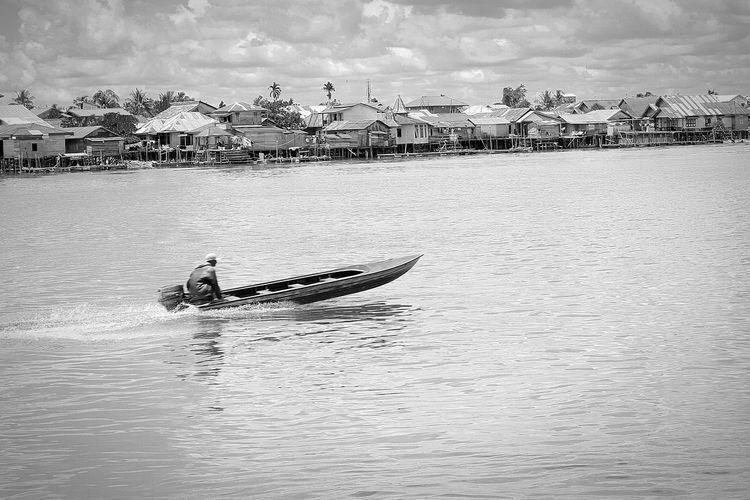 Man on motorboat over kapuas river