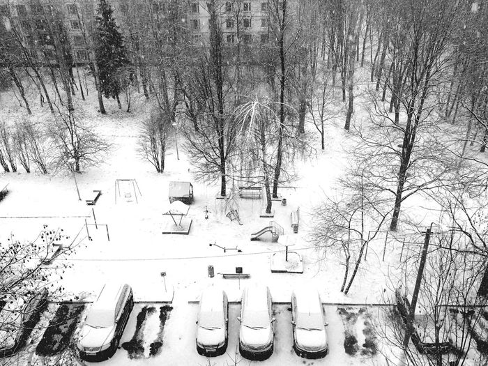 It's Cold Outside Moscow Blackandwhite Black & White Snow Through The Window From My Window Cars Winter City Cityscapes Cityscape View City View  Suburban Landscape Suburbs