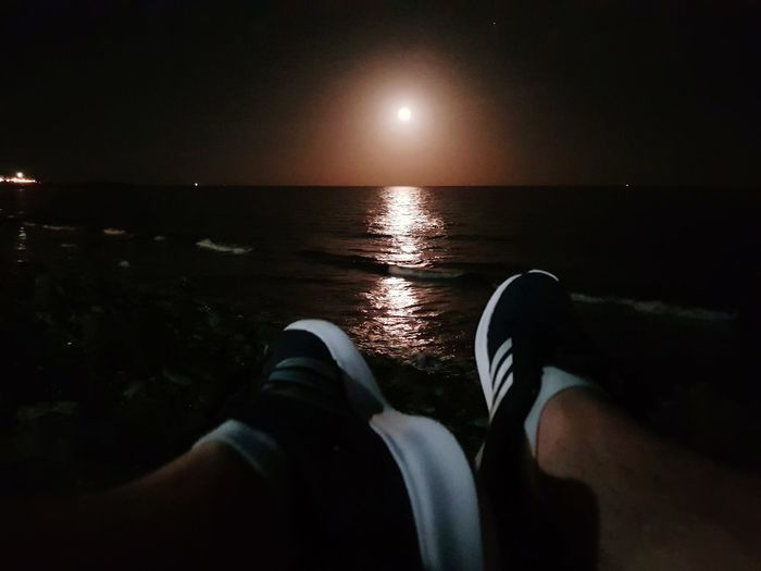 Stopped for a break, listening to the waves lit by the moon Shoe Trainers Trainers ❤ Sneakers Moonlight Moonlit Moonlight Beach Nightphotography Night Photography Samsung Galaxy S8 PhonePhotography GranCanaria Holiday Holidays Holidays ☀ Fitness Fitness Training Out Of The Box Adidas Sommergefühle