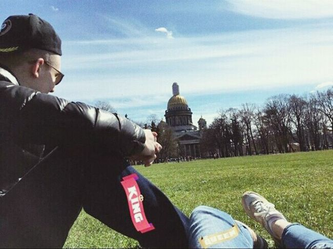 Обожаю😄😉😍😍💞💕💓💖💗💝💘💟 Sky Sunnyday☀️ Myboy💕 Happiness Verylove💙 Russia Saint Petersburg Architecture Built Structure Lifestyles My отдых Love ♥ MyBoyFriend Greengrass Sitting First Eyeem Photo
