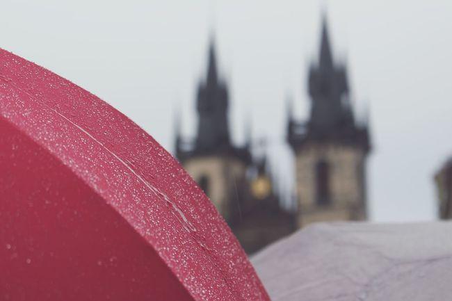 Happy evening 😊 Prague Picsartrefugees Praha Prague Czech Republic Church Prag Czech Republic Rainy Day Old Town Square (Staroměstské Náměstí) Staroměstské Náměstí Umberella Church Of Our Lady Before Tyn Týnský Chrám  Teynkirche