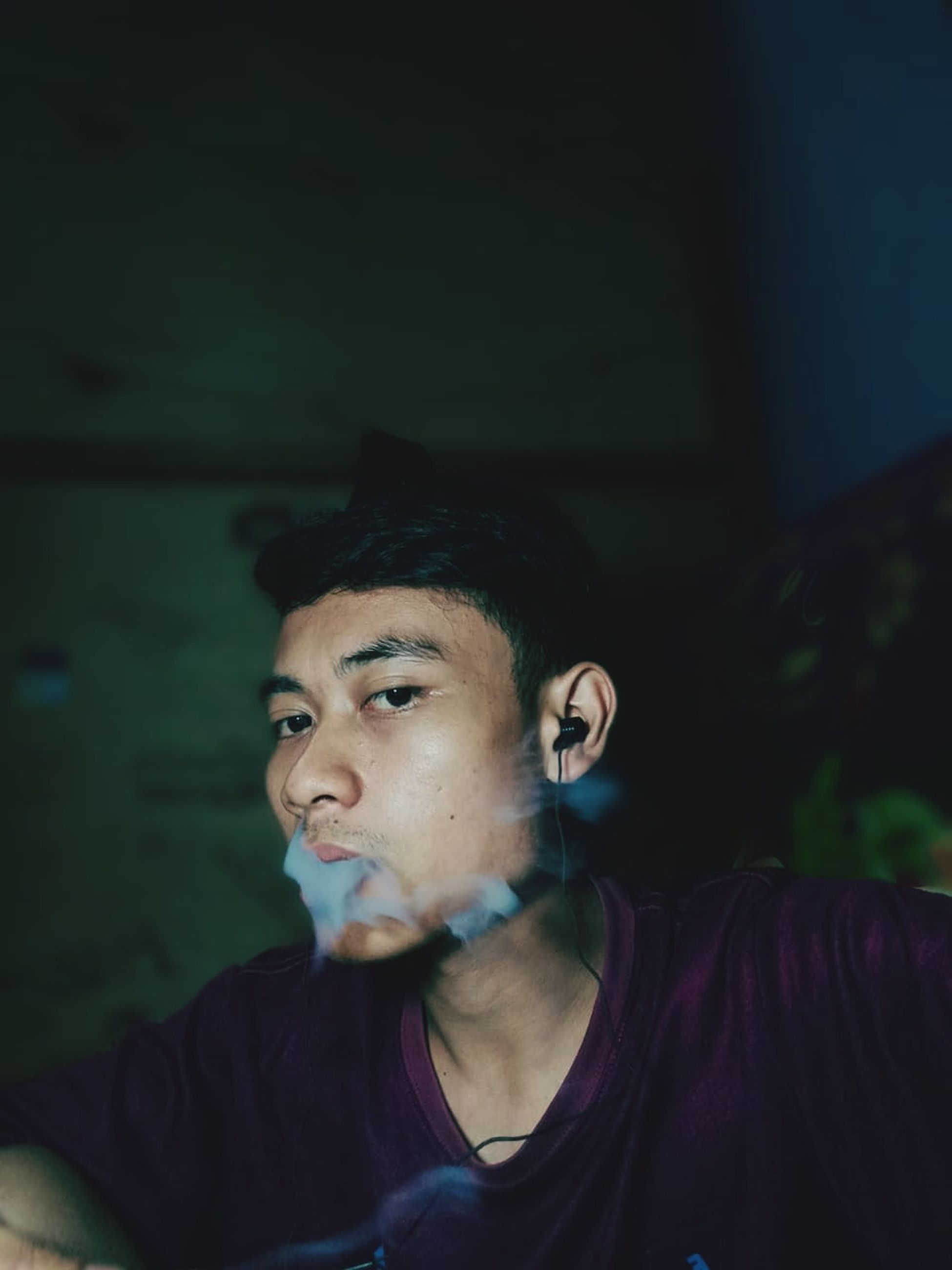 headshot, portrait, one person, young men, young adult, real people, front view, lifestyles, leisure activity, looking, looking at camera, indoors, casual clothing, focus on foreground, contemplation, serious