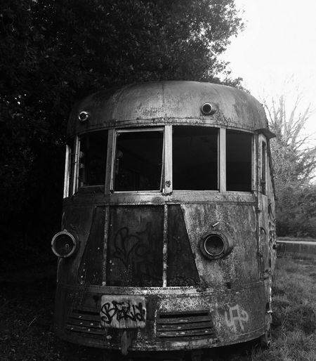 Old Railcar. L'automotrice diesel elettrica M2DE.57 abbandonata nel parco della Selva di Paliano (FR). Bw_collection Taking Photos Abandoned Art Bad Condition Black & White Black And White Blackandwhite Damaged Day Destruction Deterioration Eye4photography  EyeEm Gallery Locomotive Metal Monochrome Obsolete Old Rail Car Railcars Railway Rusty Train