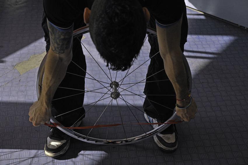 Fahrrad, Bike, Werkstatt Bike Bike-Atelier Bikers Fahrradreifen Fahrradwerkstatt One Man Only One Person RAD
