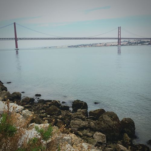 Ponte 25 De Abril e Rio Tejo vistos da costa de Almada , na base do Elevadordabocadovento . EyeEm Portugal Portugal_lovers