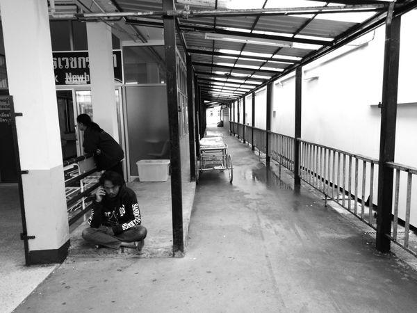 SakonNakhon ,Thailand HuaweiP9 Blackandwhite Man Women Man Use Smartphone Smartphone Built Structure Day Indoors