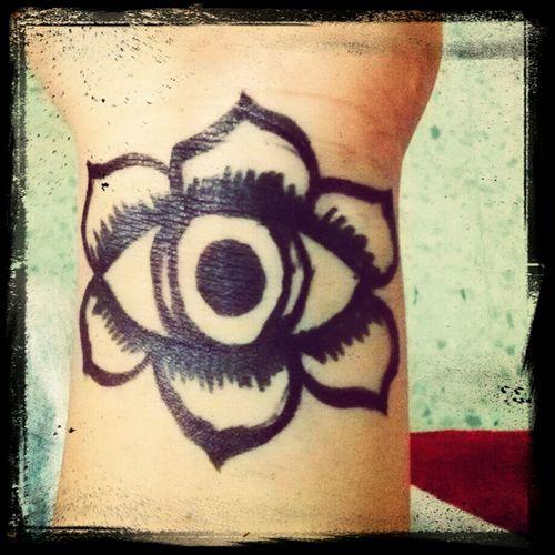Evil eye Hamsa é Um Símbolo De Protecção, Em Especial Contra O Mau-olhado. Afasta As Negatividades E Os Perigos Taking Photos Check This Out Hello World First Eyeem Photo