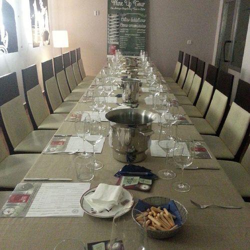 Ya estamos preparados par una nuevs edición (la 129) del Wineuptour . Hoy en Restaurante Damasqueros de Granada