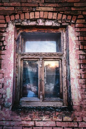 Architecture Window Indoors  Built Structure No People Day Sun Sunset Reflection Reflections Old Buildings Old Windows Window Frame Window Reflections Reflection_collection Vintage Old Building Exterior