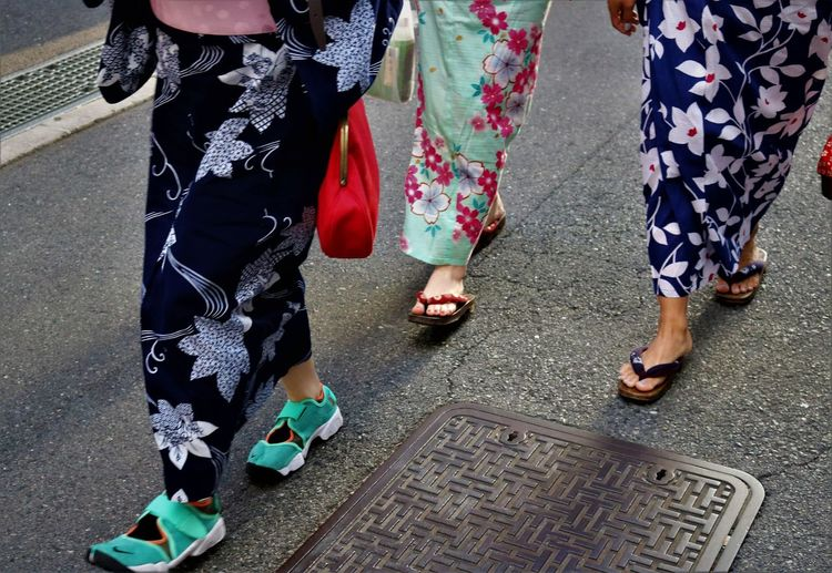 Yukata With Sneakera Feet Festival Geta Shoes Handbag  Human Leg Japan Japanese Culture Japanese Festival Japanese Style Kimono Low Section Outdoors Sneakers Street Street Photography Streetphotography Summer Summer Festival Togetherness Traditional Clothing Walking Women YUKATA げた ゆかた Out Of The Box The Street Photographer - 2017 EyeEm Awards Sommergefühle Let's Go. Together. EyeEm Selects Neon Life Adventures In The City Focus On The Story This Is My Skin Urban Fashion Jungle