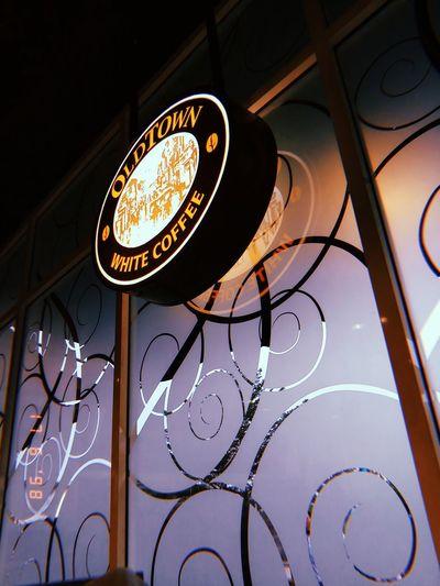 Cafe Classic EyeEmNewHere EyeEm Gallery OldTownWhiteCoffee Circle Hanging Light Electric Bulb