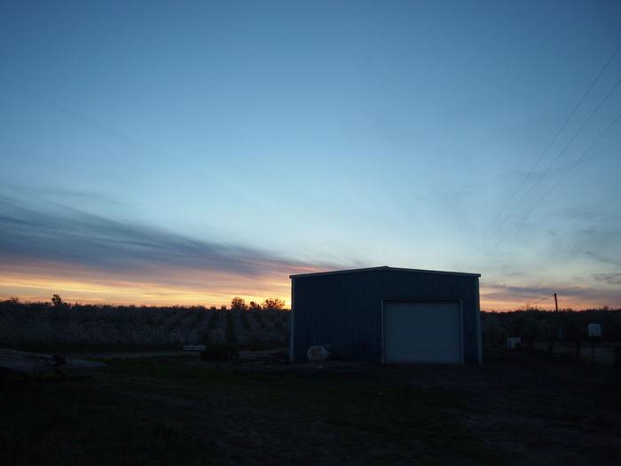 Good Morning World! Blue Hour Bluesky Blue Barn Contre-jour via Fotofall