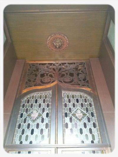 """Enireja pordo (porta de entrada) en la Preĝejo (igreja) """"Nossa Senhora das Dores"""" en Porto Alegre/RS Brasil Portas Igrejas Artes Preĝejoj"""