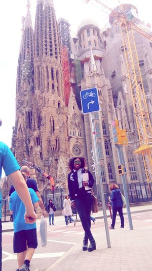 Hiworld Barcelona Sagradafamiliabarcelona Beautful Day Happiness NiceDay♥ Travel Destinations Architecture Neverforgettosmile Hiworld🙆 Hieyeem Cool Day Blackbaby Blackgirl♥
