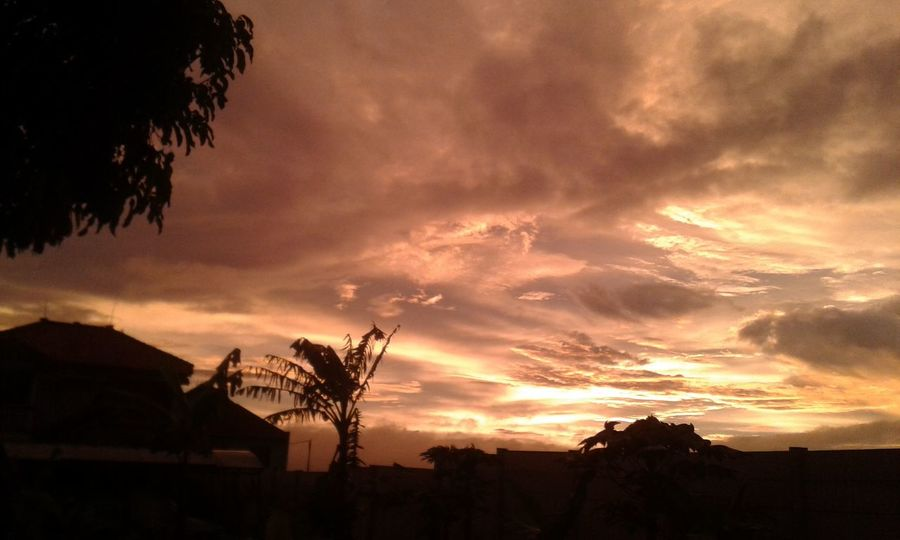 And when the sun sets, the world stops for a moment. Twilight Sunset Sunsetporn No Filter Sunset In Bandung Shiraiko_pics Aestheticshot Aesthetically Pleasing Aesthetic Photography Sunset In Indonesia Discover Indonesia Photographic Memory Nature_collection Skyporn Nature Folkgood Sunset_captures Sunset_madness Sunset Silhouette Golden Sky