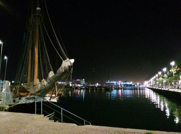 Barcelona siempre es mágica, de noche lo es aún más 😉 Relaxing Taking Photos Enjoying Life Disfrutando Del Puerto