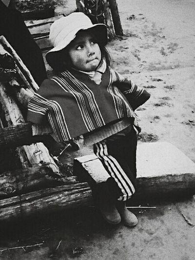 Monochromatic Eye4black&white  Blackandwhitephotography Southamerica Los Andes Little Girl Beautiful Girl Littlegirl Child Portrait Visual Stories ¿qué miras?