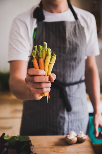 Casual Clothing Close-up Day Focus On Foreground Food Food And Drink Freshness Front View Healthy Eating Holding Human Hand Indoors  Lifestyles Midsection One Person People Real People Standing Vegetable