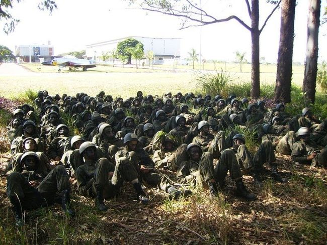 Army Brotherhood Camping Helping Je Recruit Rest Sleeping