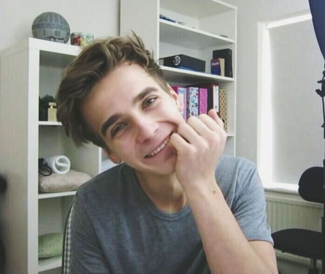 omg i'm literally falling in love with this boy 😍 Joe Sugg In Love Adorable Babe This Is Bae :) Best YouTuber Ever I Think I'm In Love!  Cutest Boy Ever