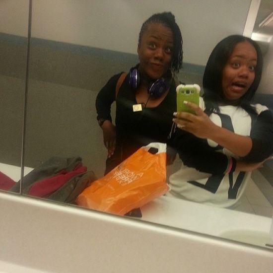 Kml @nandina_hislop on the airport Bathroomselfies