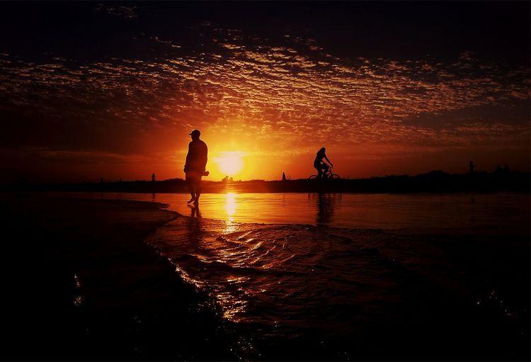 Pontal do Paraná - Brazil 💚💛 Sunset Silhouette Sea Water Nature Sky People Beach Beauty In Nature Beach Photography The Week On EyeEm Photography Brazil Sky Collection EyeEm Best Shots Sansunggalaxy Skycollection Beach Waves Sun Modern Love