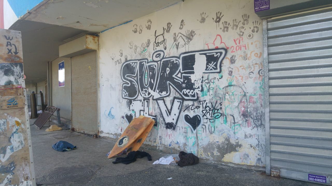 graffiti, architecture, built structure, building exterior, day, outdoors, no people
