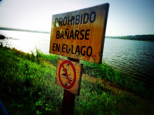 Warning Sign Water Horizon Over Water Warning Safety Nature Amo A Colombia MMartenco