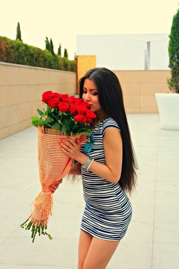 Good Times Happy Roses Flowers Longhair Enjoying Life Hello World Great Atmosphere Girl Summer