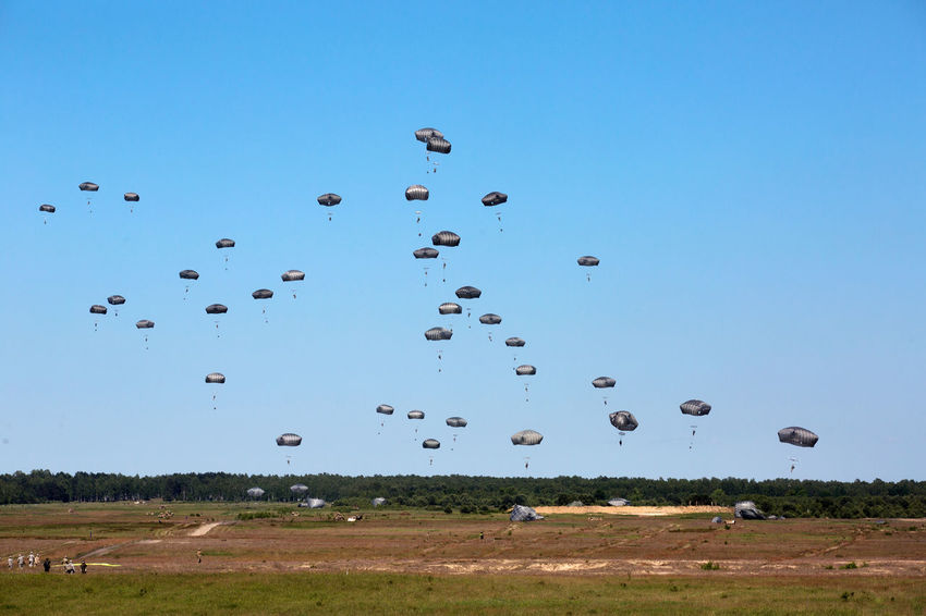 Parashut Soldiers Blue Clear Sky Day Flying Grass Mid-air Nature No People Outdoors Parashooter Paratroopers Sky Traverse
