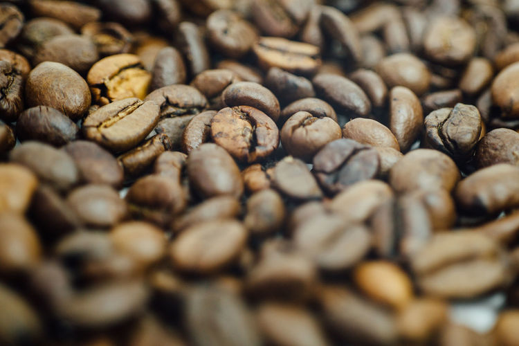 Bohne Coffee Abundance Backgrounds Brown Close-up Coffee Bean Day Food Food And Drink Freshness Full Frame Indoors  Kaffee Kaffeebohne Large Group Of Objects Nature No People Raw Coffee Bean Roasted Selective Focus