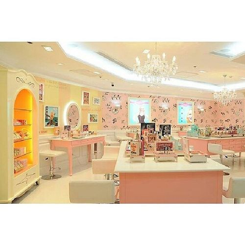 Congrats BenefitTrinoma for winning the Over all Visual Merchandising Excellence Award. Pretty Boutique ♥