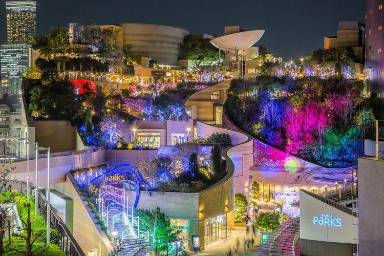虹色の街 なんばパークス OSAKA Japan Nightphotography City Cityscape Multi Colored Illuminated Tree Celebration Architecture Christmas Lights Christmas Decoration