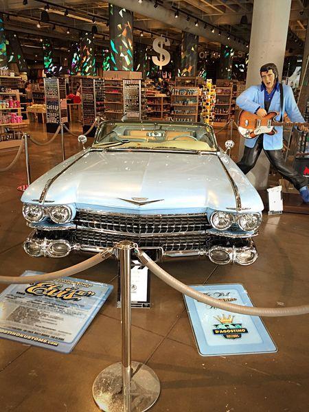 Elvistime! 🚙🚙🚙 Elvis Elvis Presley Elvispresley Car Scenics Scenery Shots Scenery La Losangeles Hollywood Indoors  Technology Awesome Awesome_shots