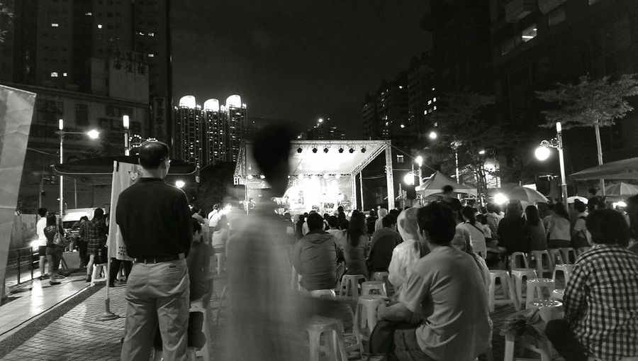 Memory Memory Freeze Black & White People Watching Monument Light And Shadow HTC OneNightshot Taking Photos Taipei Taipei,Taiwan Long Life Moment Of Silence Moments Of My Life @ 私の人生の瞬間。 Black Background EyeEm Best Shots Eyeam_bestshot Eyeam Street Street People Street Photography