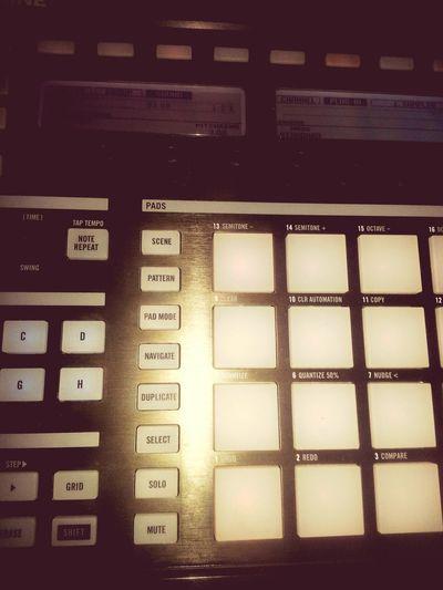 Late night beatmaking Rap Aalen Flekzz FabFour HipHop BEATS Maschine Native Instruments