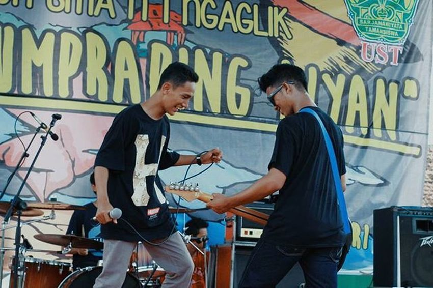 Musik itu asik! Aatd Aatdmusic Allisatouchdown Indomusikgram Indovidgram IndieMusic Instamusic Igerssmayk Anaksoksibuk Music Punk Pshycobilly Indonesiamusic Yogyakarta Smansaga48th Smg48th Smansagayk Musiclife Shsjogja