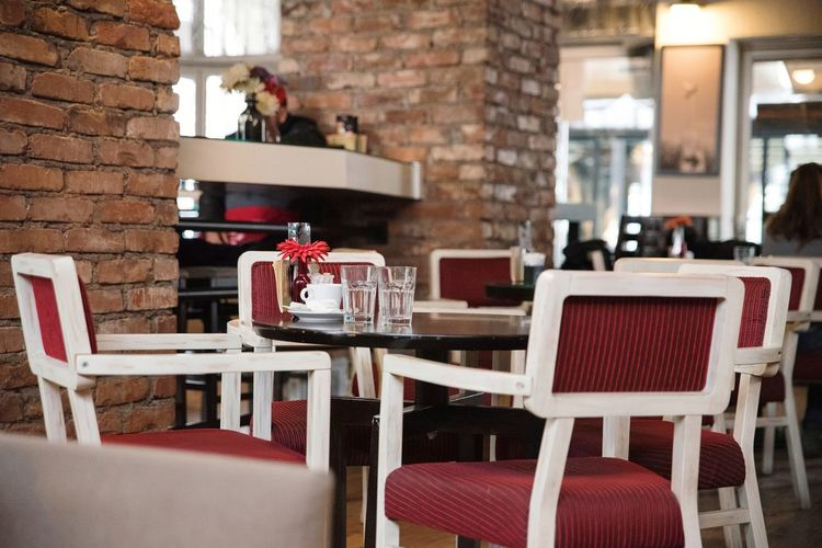 Caffe Brick Wall Brick Columns Brick Column Column Columns Relax Enjoy Chair Table Cafe Indoors  Red Restaurant No People Furniture Day Seat Architecture Modern Hospitality