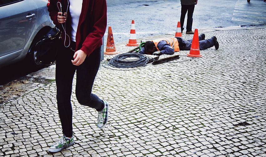 SIMPLY Things On The Floor Walking Around Taking Pictures Lisbon The Street Photographer -2016 EyeEm Awards People Watching Working Hard From My Point Of View Streetphotography Beauty In Ordinary Things